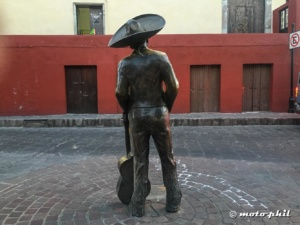 Statue of Mariachi Jorge Negrite in Guanajuato from behind