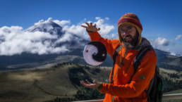 Man hovering a pocketdisc at volcano Popocatepetl