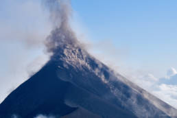 Impressive daylight eruption of Volcan de Fuego 2017-02-24/25
