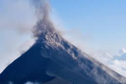 Impressive daylight eruption of Volcan de Fuego 2017-02-24/25