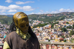 Skull statue in front of Guanajuato view