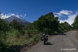 DR650 on dirtroad to Popocatepetl